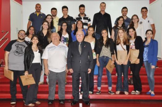 Visita de estudantes de São João da Boa Vista e Taubaté tem palestra e atividade prática