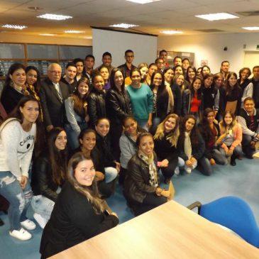 Visita de alunos de Bebedouro ao CRCSP tem palestra e atividade prática