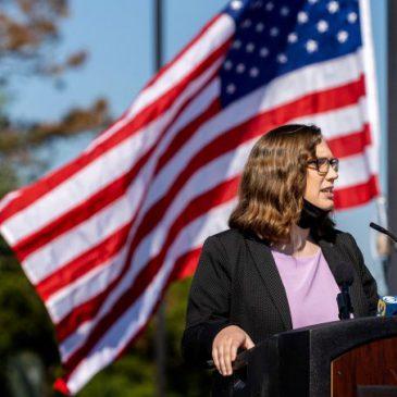 EUA elege a primeira senadora trans da história do país